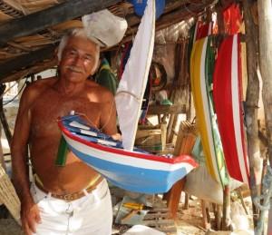 Sr. Valder, artesão de Cajueiro da Praia