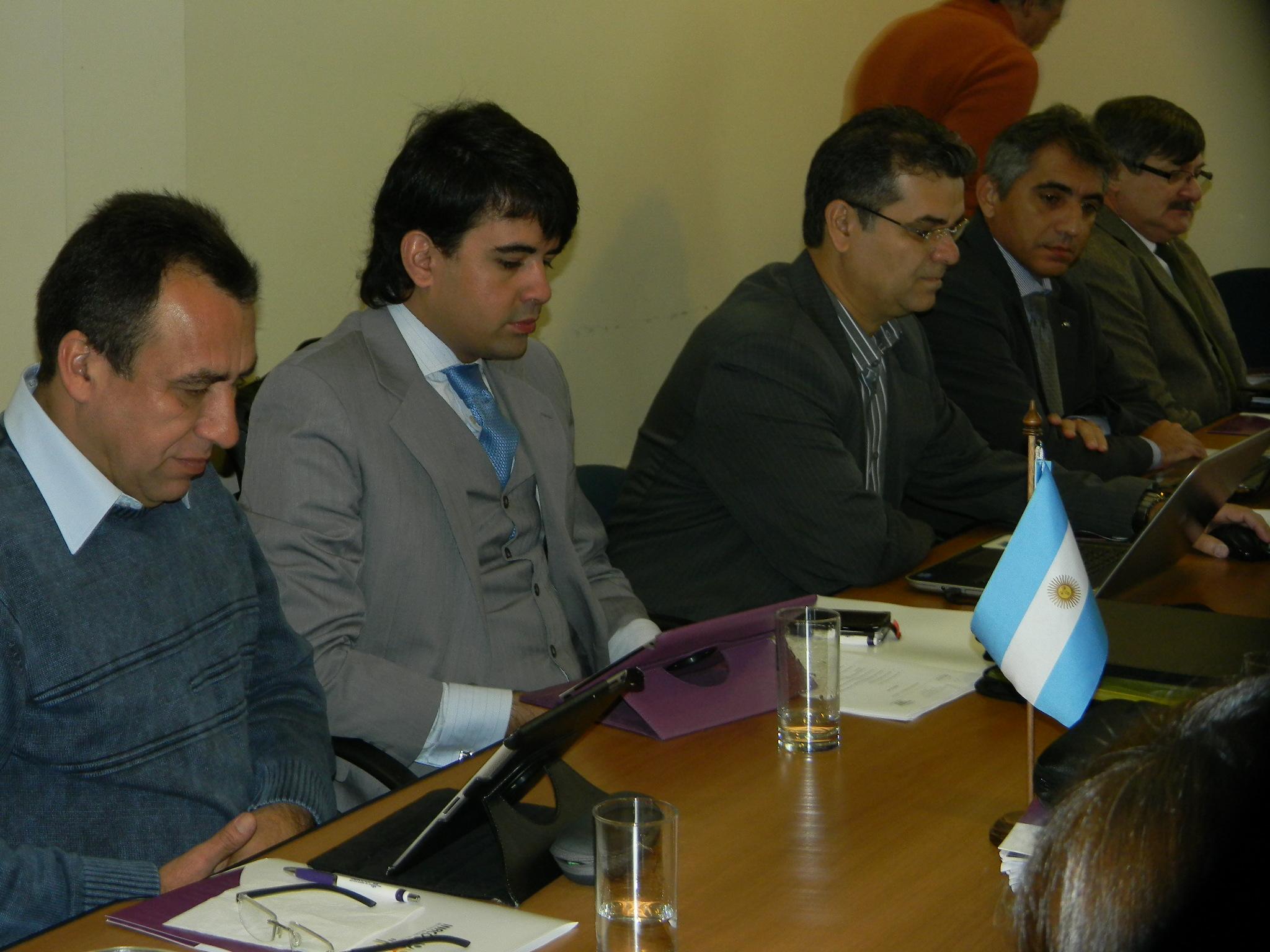 O presidente da Unisol Brasil, Arildo Mota (primeiro à esquerda), durante plenária no Uruguai