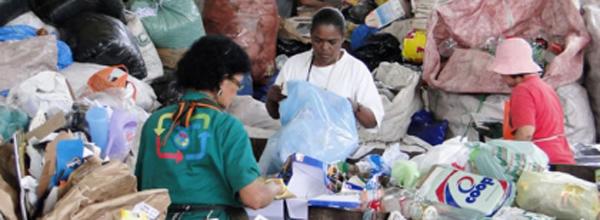 Economia solidária gera emprego, renda, pratica o comércio justo e ainda contribui com a preservação do meio ambiente