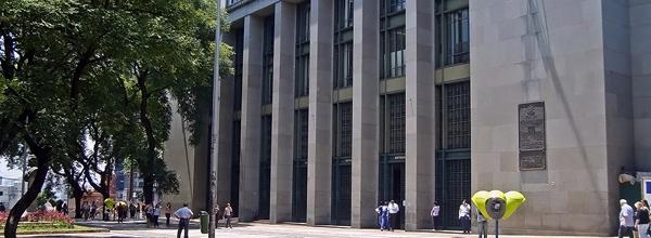 Fachada do Fórum João Mendes Júnior, no Centro de São Paulo