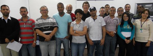 Alunos da UNIFORJA reunidos após a conclusão do curso