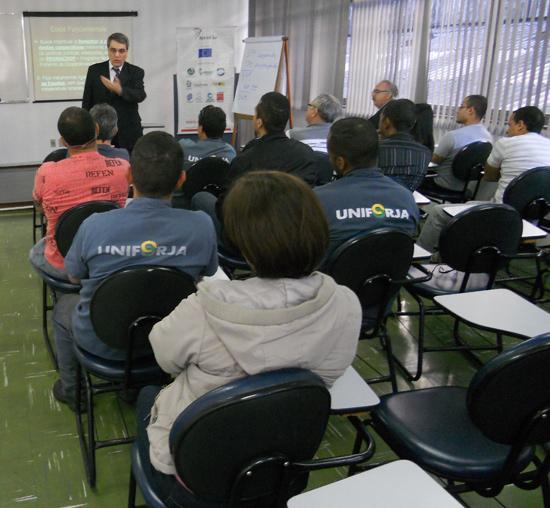 O assessor jurídico Marcelo Mauad foi o palestrante desta primeira aula.