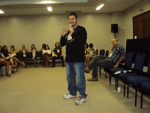 Leonardo Pinho durante palestra no 1º Encontro Nacional de RAPS