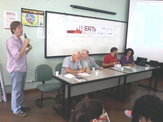 Vicente Nepumuceno, do GPERT, apresentando os resultados da pesquisa