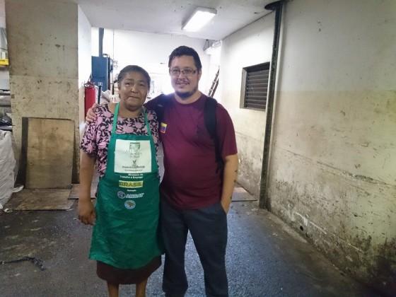 Selma Maria (MNCR) e Leo Pinho, da Unisol Brasil, no Mercado Municipal de São Paulo