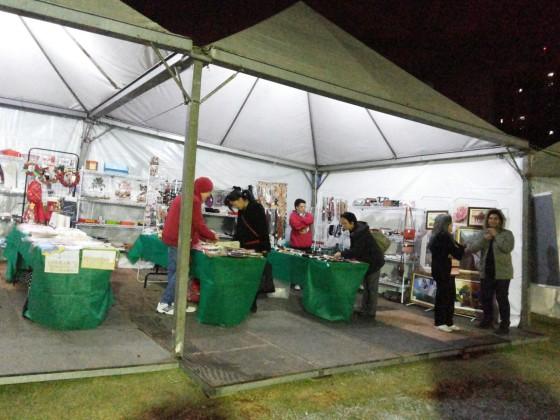 Barracas com produtos das comunidades participantes da Festa. Crédito: Elizabete Rocha