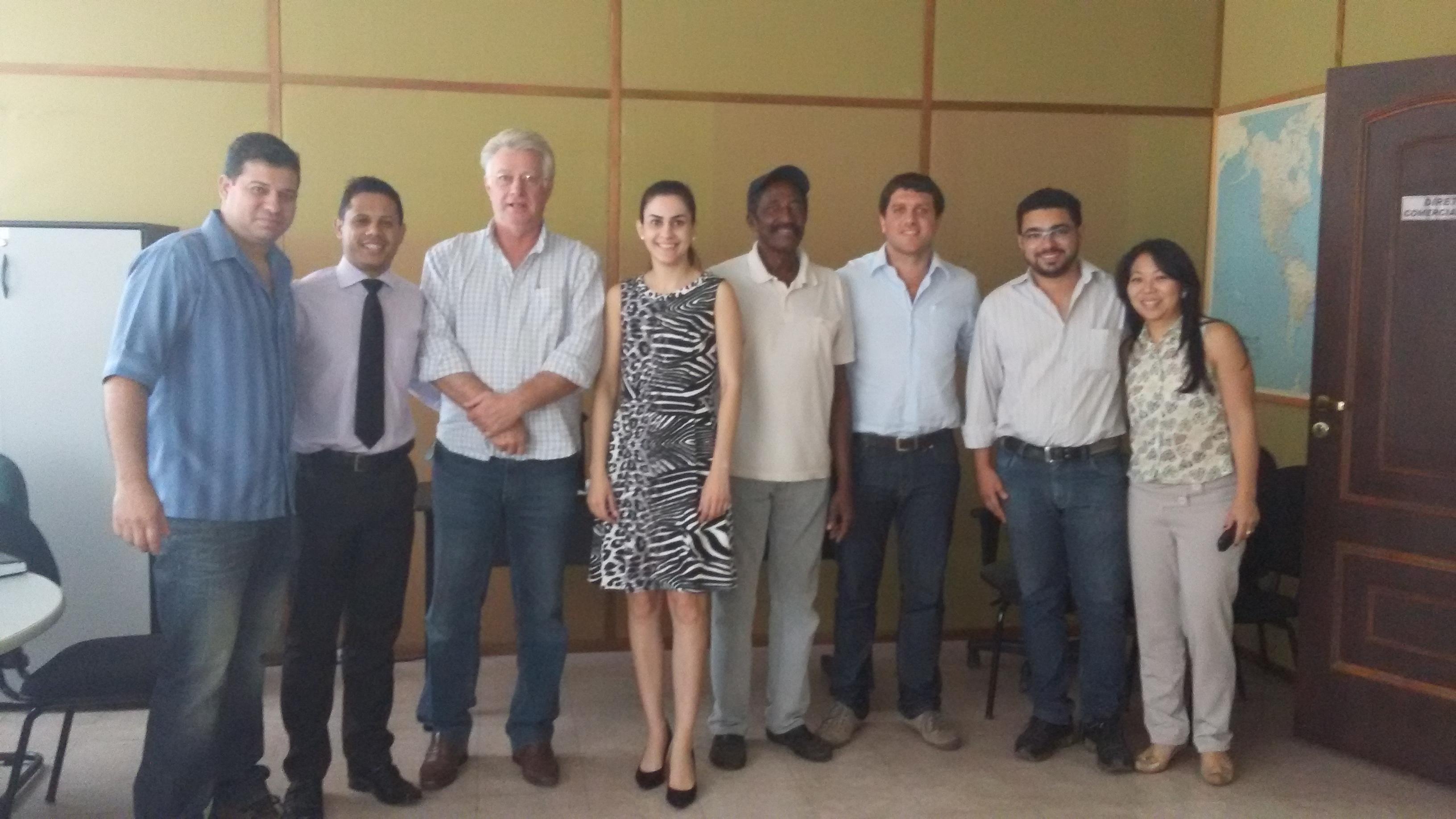 Unisol visita fábrica falida em Pirajuí e orienta ex-funcionários sobre constituição de cooperativa