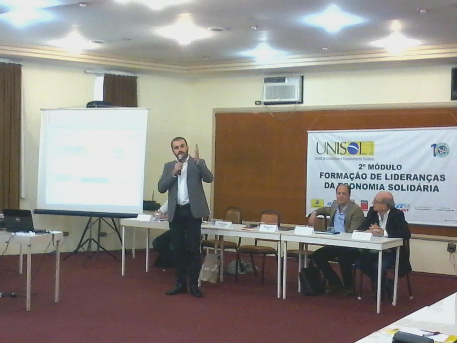 Alexandre Antonio realizando o lançamento da EBPS durante Fórum de Lideranças da Unisol Brasil